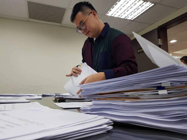 品保協會2月共有超過2000筆的申訴案件,超過去年全年總和。記者陳睿中/攝影