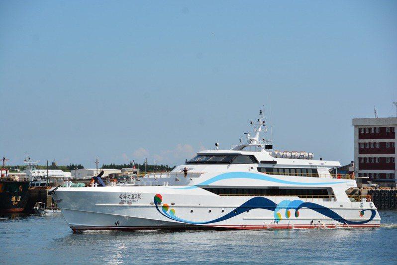澎湖縣長賴峰偉今天在防疫會議上,要求「南海之星」暫緩延航高雄。記者王昭月/攝影