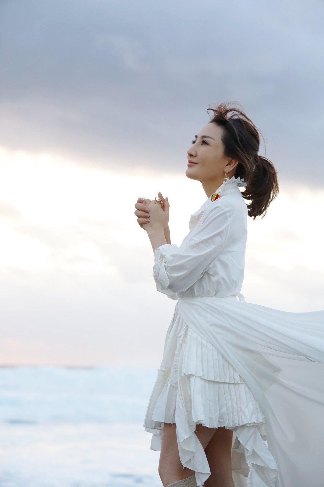 王宥忻推出個人專輯「宥見逆光的幸福」。圖/發了瘋了娛樂提供
