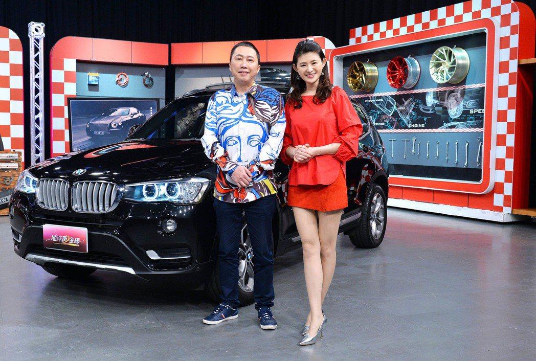 趙正平(左)上TVBS「地球黃金線」秀愛車。圖/TVBS提供