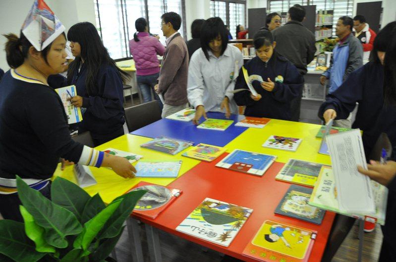 教育部今天公布108年全國各縣市「整體閱讀力表現績優城市」 ,台東縣奪得縣市人口50萬以下組第一名。記者羅紹平/翻攝