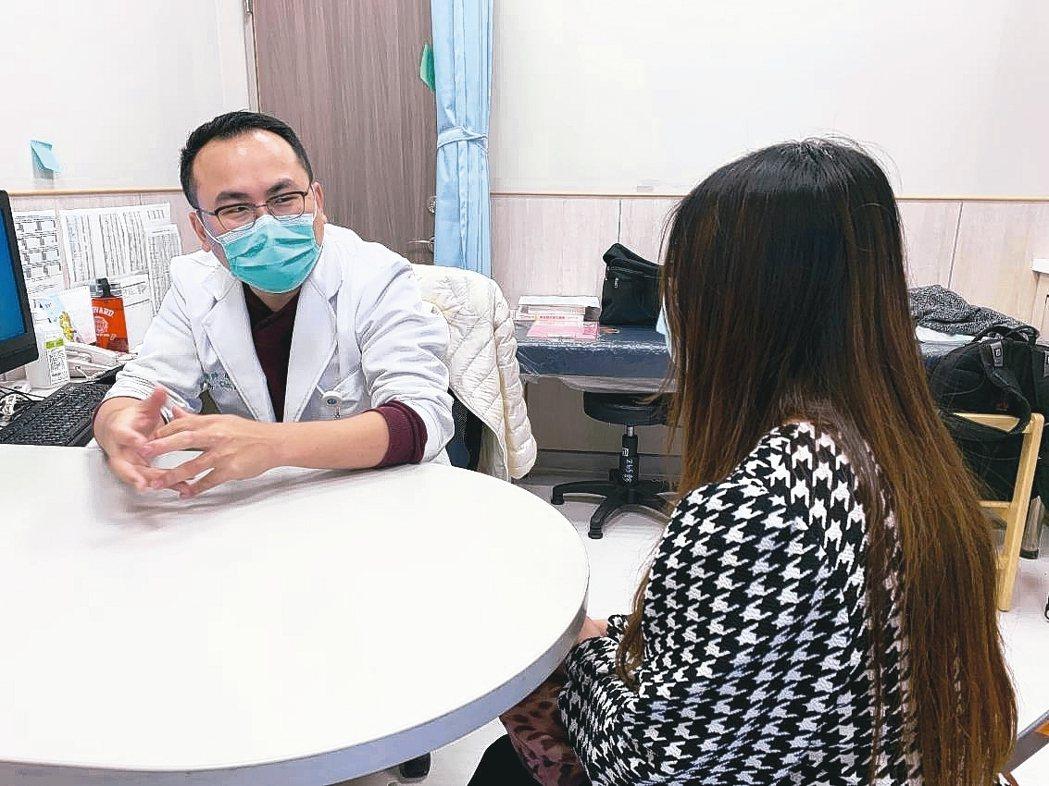 新冠肺炎流行造成公衛醫療與經濟上衝擊,醫師說,對人民的心理健康也會產生重大的影響...
