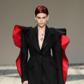 巴黎時裝周/ Alexander McQueen化威爾斯傳統為藝術