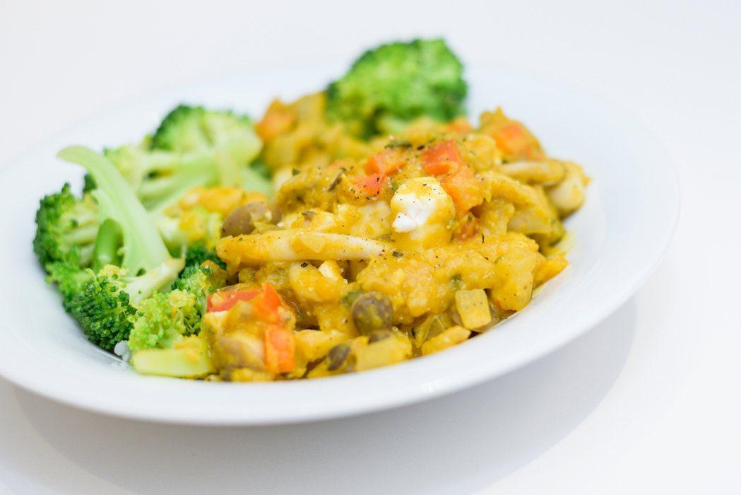 南瓜鹹蛋黃板豆腐是May最近研發的新菜色。 圖/陳軍杉 攝影