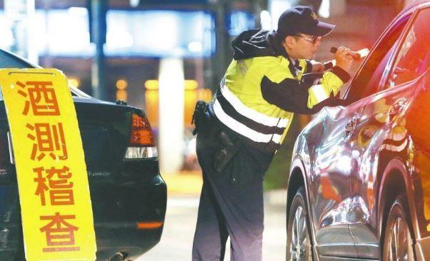 警方攔查酒測示意圖。 報系資料照