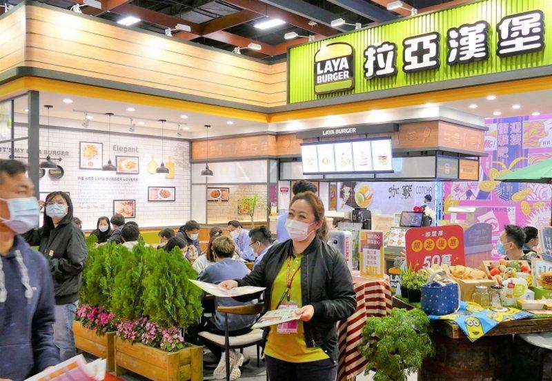 拉亞漢堡是今年春季加盟展少數參展的早午餐品牌,業者認為今年進場民眾相對精準,洽詢...