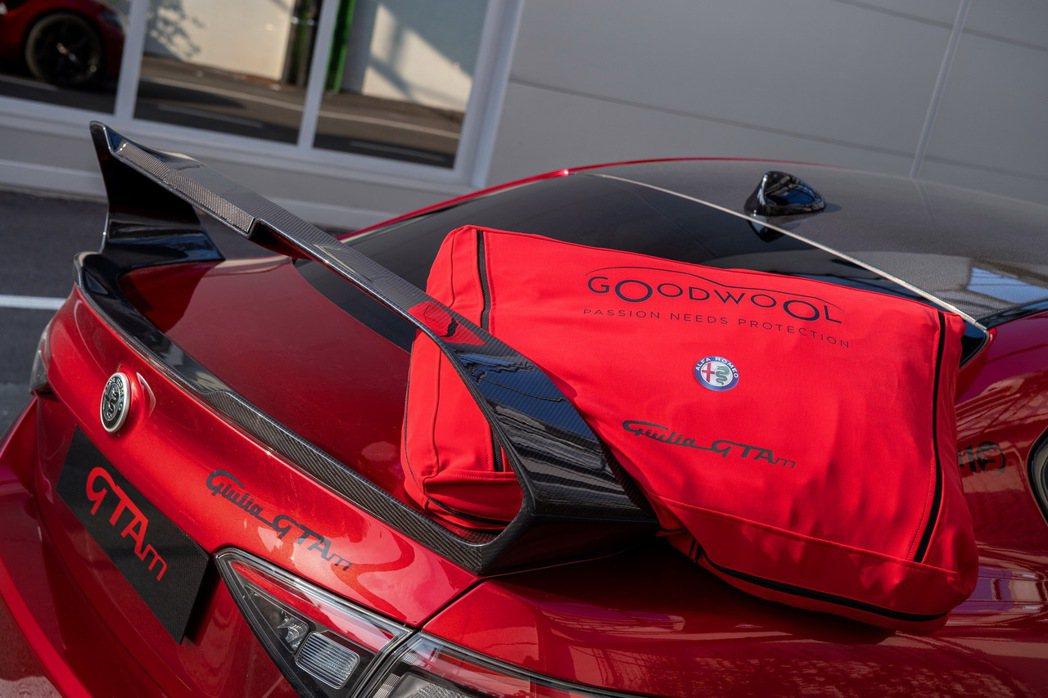 限量500台的Giulia GTA/GTAm的車主能獲得許多精美贈品。 摘自Al...