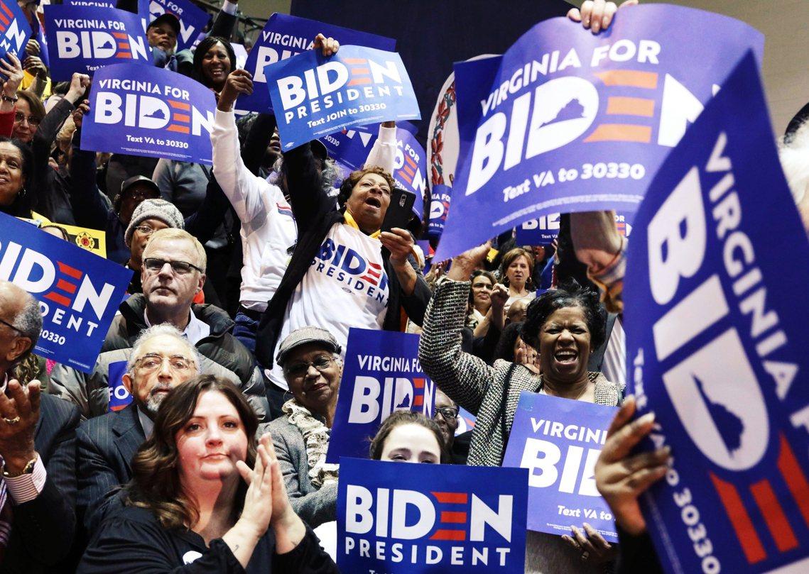 初選之前聲勢一度大好、結果開選前三戰表現不佳的前美國副總統拜登,在2月29日以2...