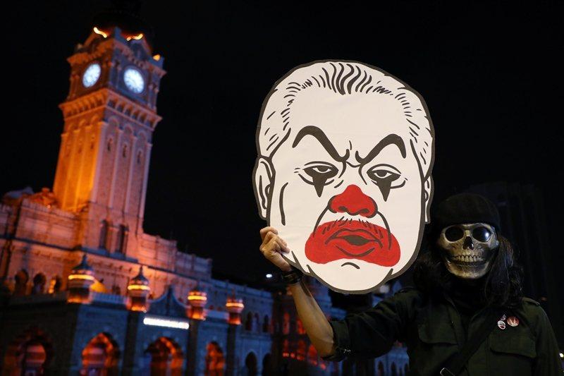 政變儘管引起國民不滿,但由民間發起的集會人數皆只有大約百人規模,攝於吉隆坡。 圖/路透社