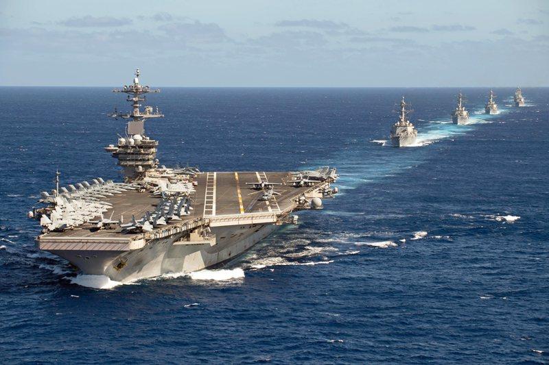 美海軍羅斯福號航艦與護衛艦艇海上編隊。 圖/美國海軍
