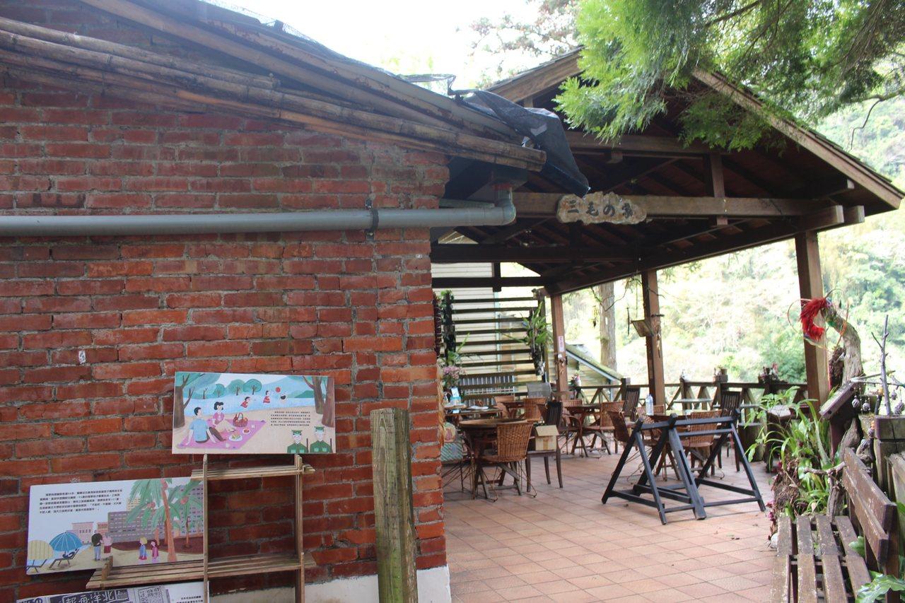 五峰鄉清泉部落的一處不起眼磚造住宅,是文學作家三毛在清泉居住的地方,並稱為「夢屋...