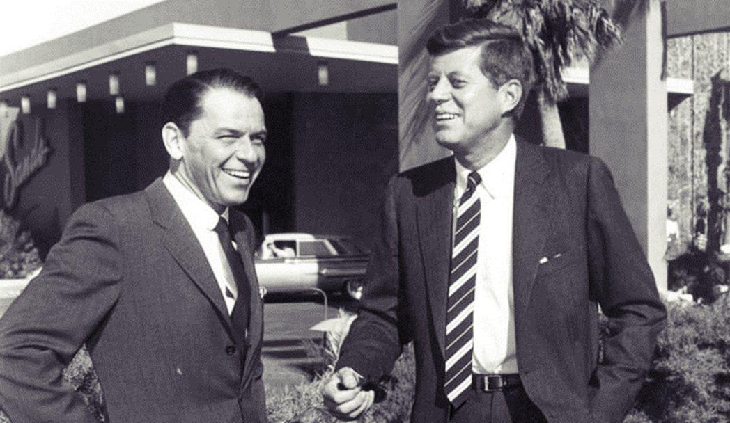 到甘迺迪總統(右)任內,白宮與好萊塢的關係又更為親密。圖左為紅極一時的著名歌星法...