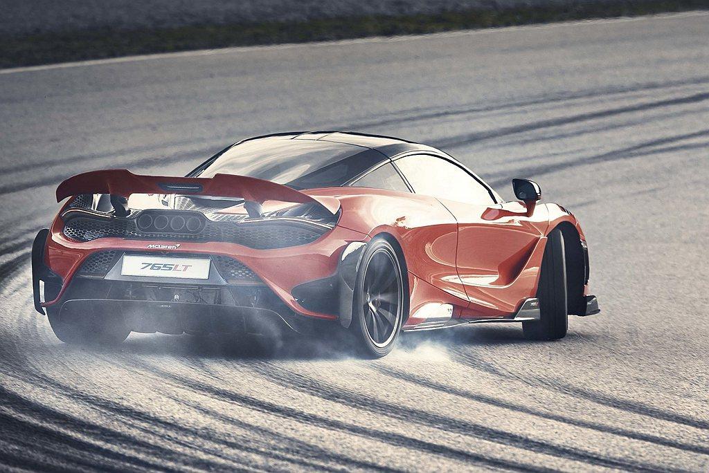 具備三種模式的主動式尾翼更提升60mm並增加20%面積,優化的車側鈑件與一體式碳...