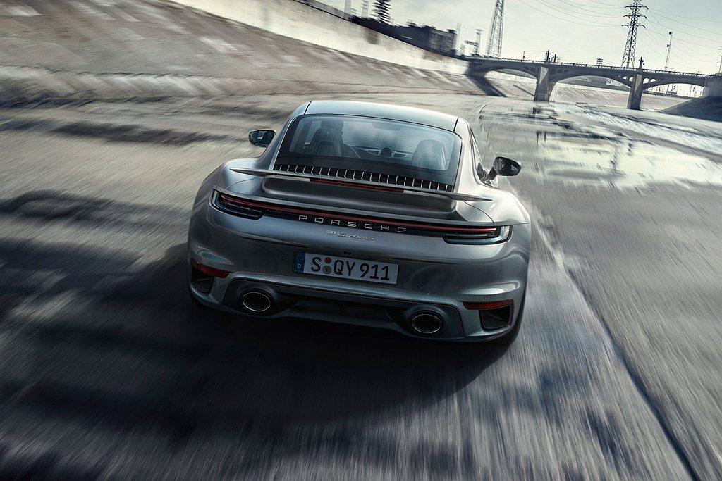 新世代保時捷911 Turbo S搭載配備兩具VTG渦輪增壓系統的3.8L水平對...