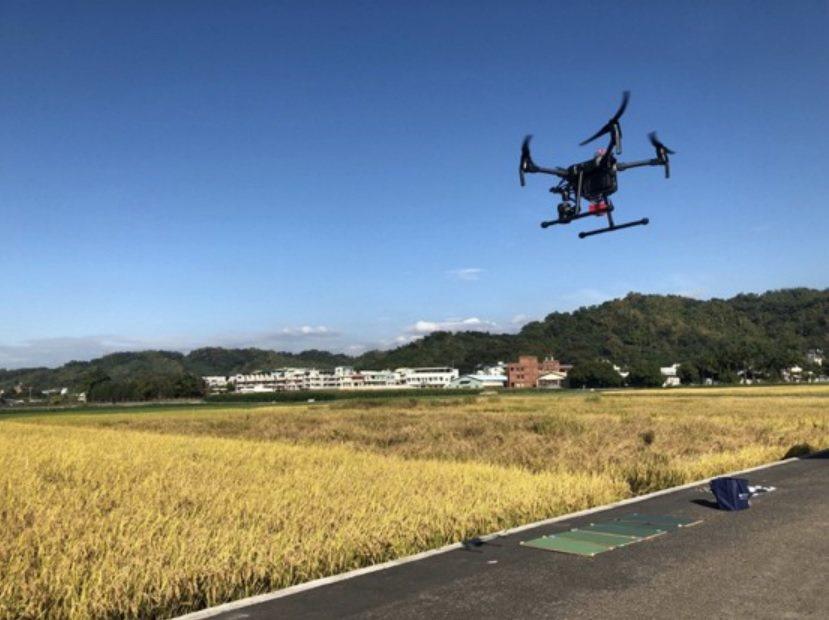 空拍機巡視農田 許鈺群提供