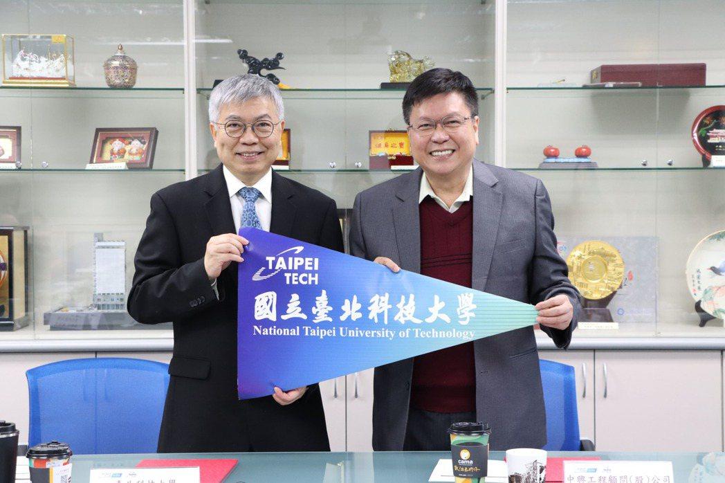 北科大校長王錫福(左)與中興工程董事長陳伸賢代表簽約,聯手發展離岸風電產學合作。...