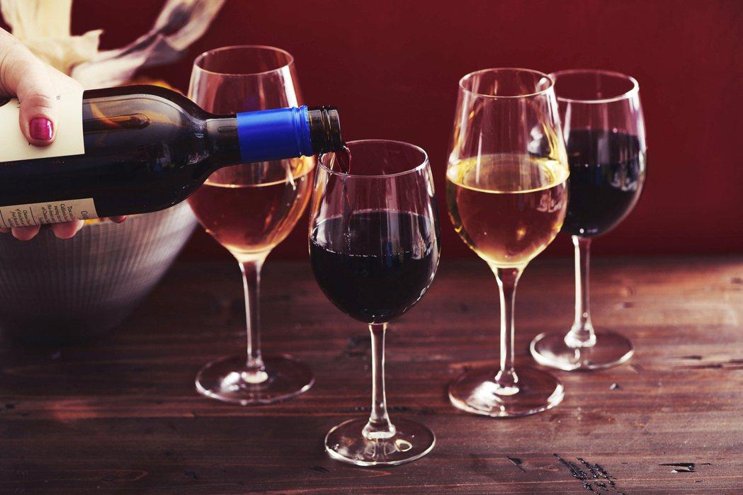 除了冰酒市場的國際版圖近年來鬆動重組,其他的葡萄酒市場也同樣遭受若干衝擊。葡萄酒...