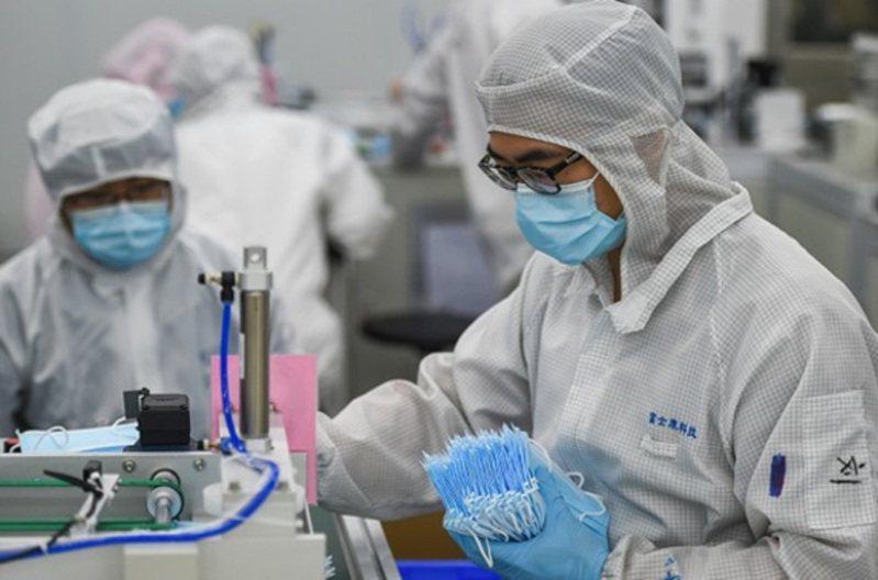 截至3月1日,鴻海深圳龍華園區口罩累計交貨數量達400萬個。圖/今日海峽