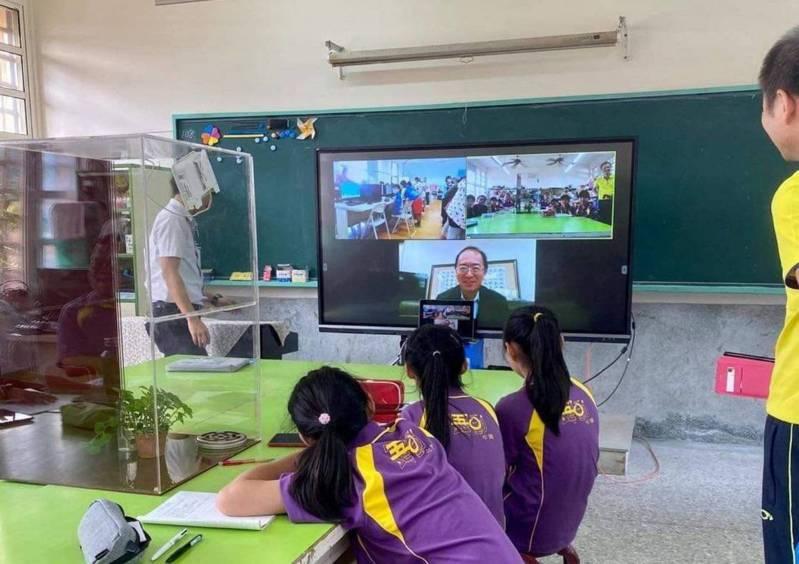 ViewSonic率先推出「城鄉雲端協同教學」示範計畫,由相距兩百公里、城鄉落差明顯的桃園大業國小及雲林水碓國小共同設計空污監測課程、遠距在課堂上互動。圖/ViewSonic提供