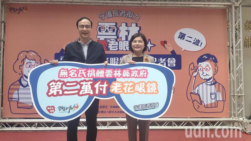 新北市前市長朱立倫(左)今天出席雲林愛心敬老眼鏡記者會,他提到國民黨主席改選,一定要改革跟改造,不能只是改選。記者李京昇/攝影