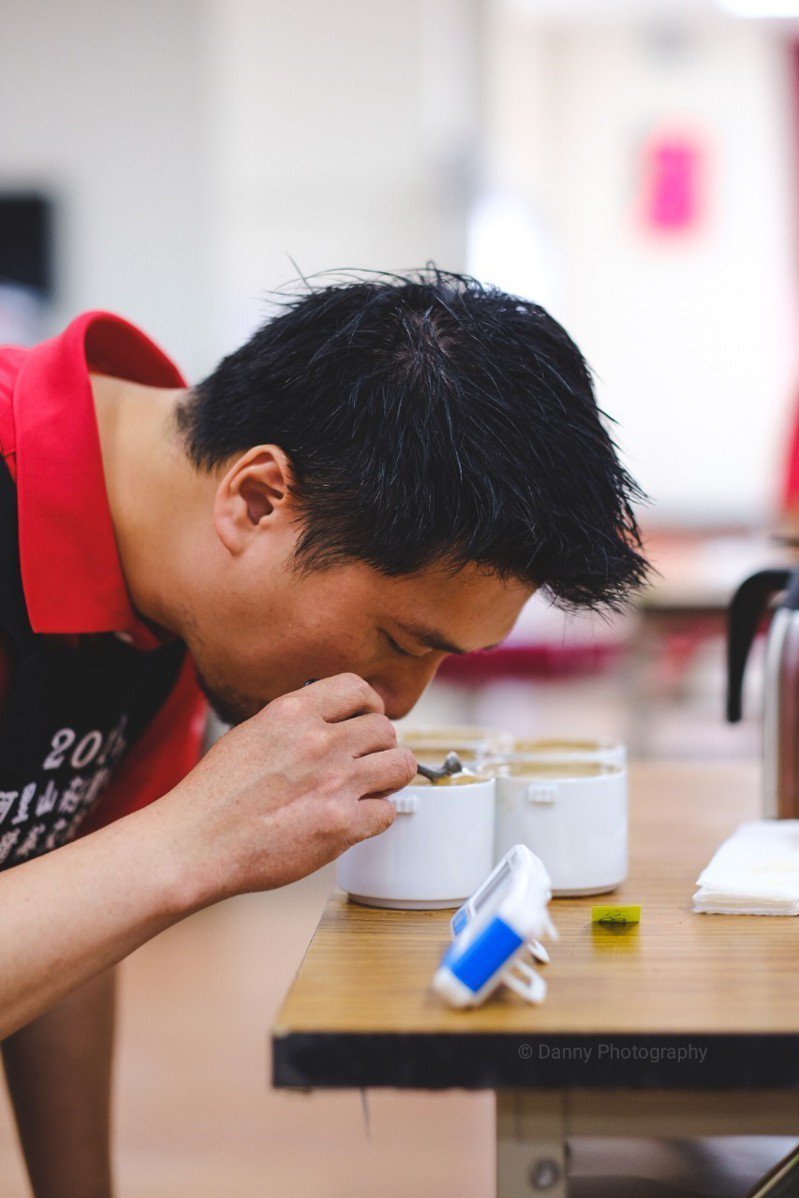 嘉義縣咖啡評比的重大賽事「2020阿里山莊園咖啡精英交流賽」即日起已開放報名,將在4月29日於嘉義縣阿里山鄉庇護所進行評鑑。圖/阿管處提供