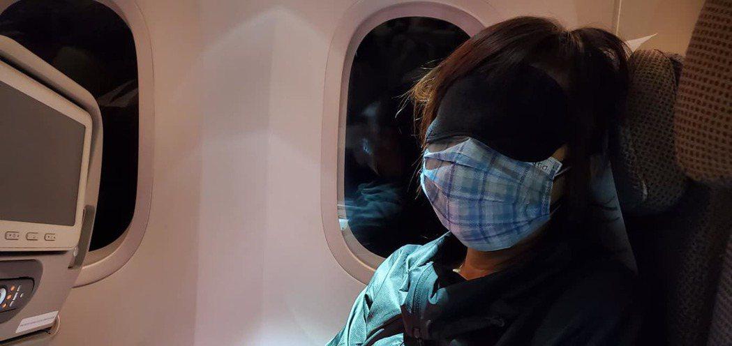 白心儀全程口罩、眼罩沒拿下來過。圖/白心儀臉書