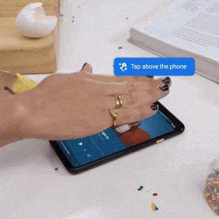 在手機上方使用Motion Sense輕觸手勢,可暫停和繼續播放音樂。圖/摘自G...