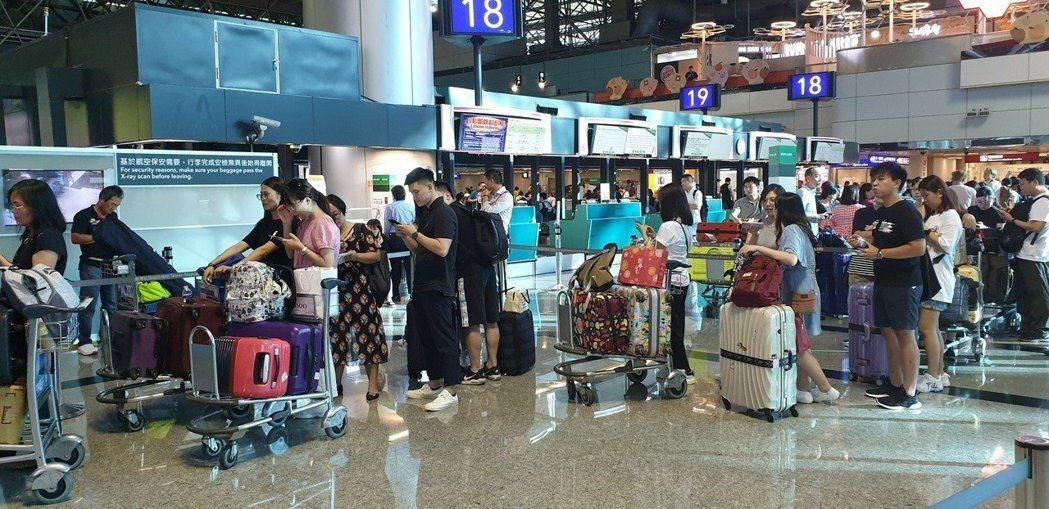 有中港澳、南韓、義大利及伊朗等地旅遊史須「居家檢疫」14天,違反者最重將罰100