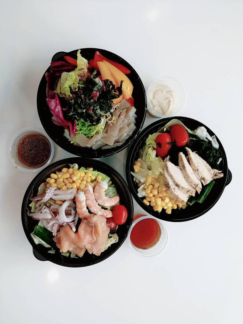 宏達電員工餐廳用餐區域暫不開放,改餐盒外帶供應,有不同的組合可選擇。 圖/宏達電提供