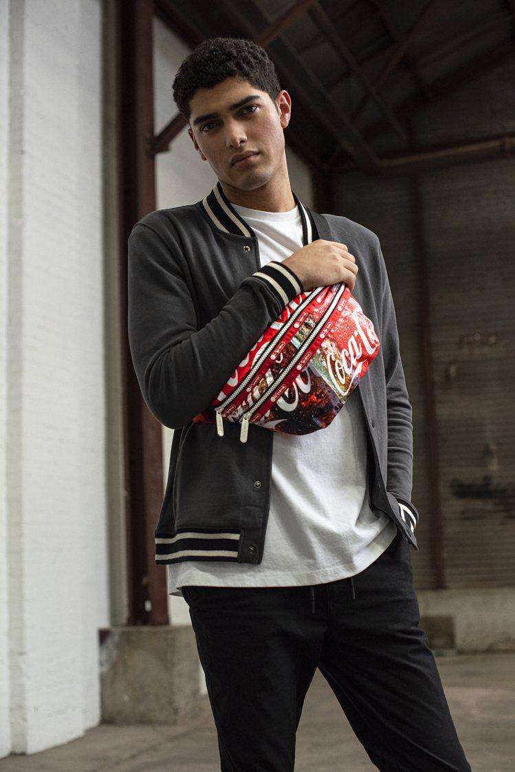 LeSportsac攜手可口可樂(Coca Cola)合作推出全新聯名系列。圖/...