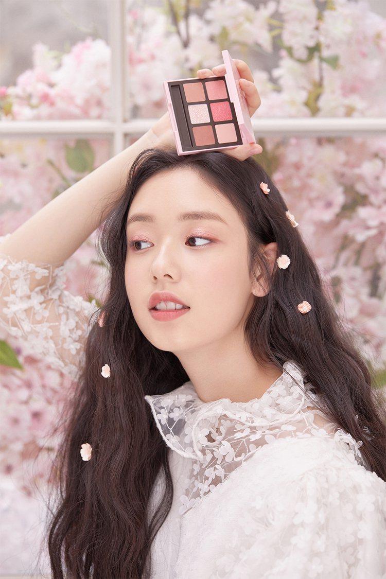 ETUDE HOUSE推出「微熱櫻花」限定彩妝。圖/ETUDE HOUSE提供