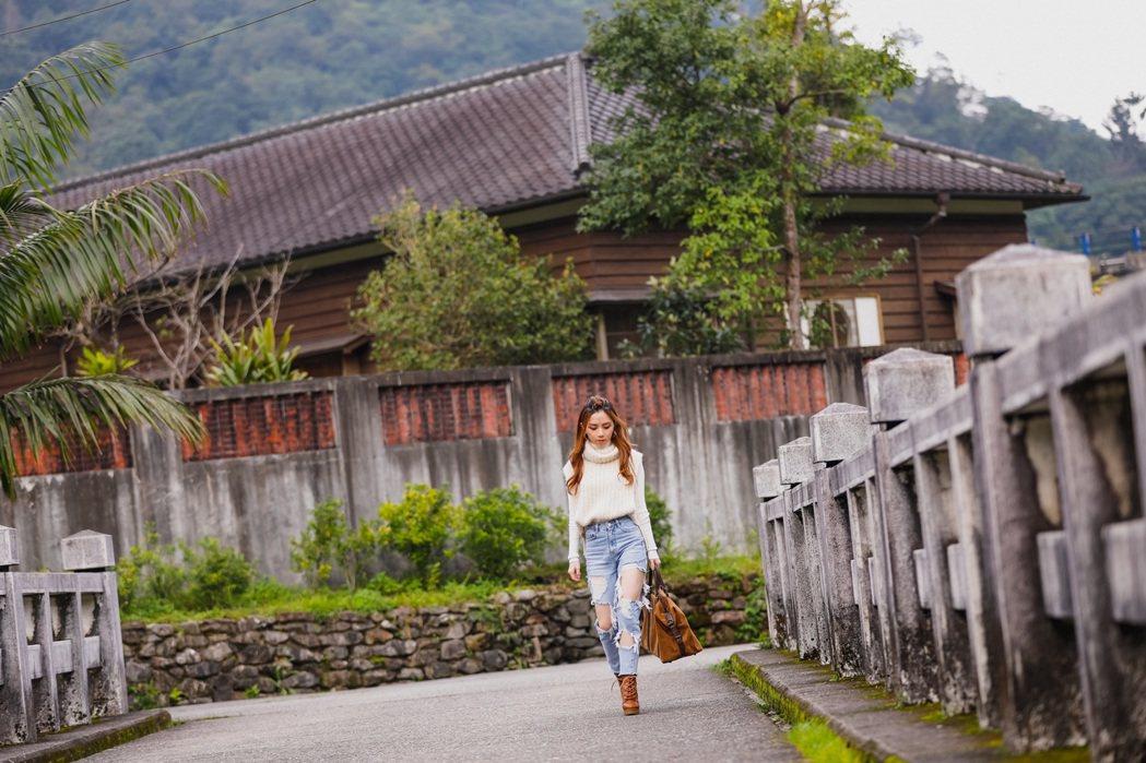 鄧紫棋在懷舊的菁桐小鎮拍攝新歌「很久以後」MV。圖/索尼音樂提供