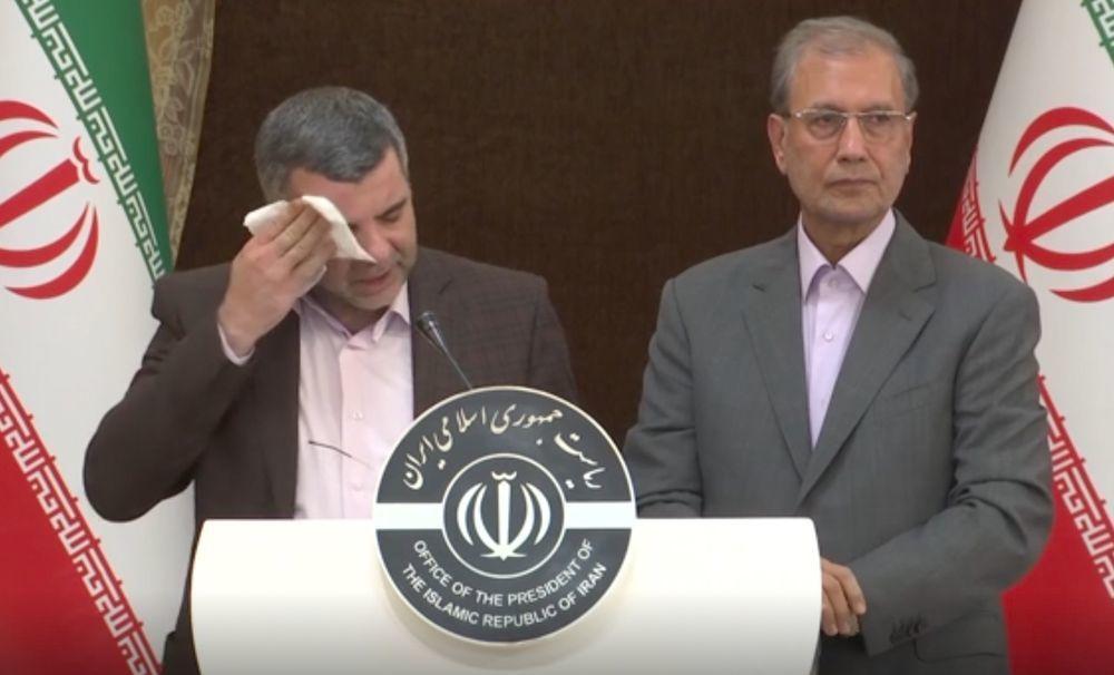 伊朗衛生部副部長哈利其2月24日在一場記者會上猛擦汗,隔天就確診感染新冠肺炎。(...