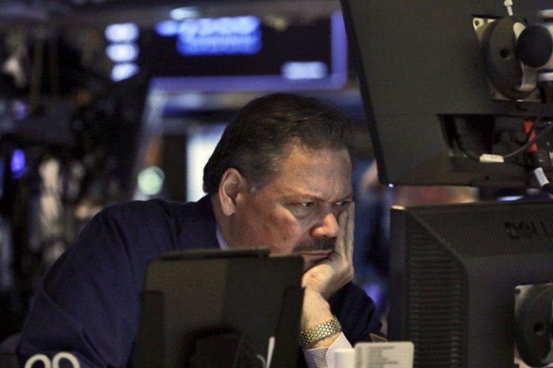 美國聯準會雖緊急宣布降息,卻未能緩解因新型冠狀病毒爆發而導致經濟成長放緩的擔憂,美股回吐前一交易日大部分漲幅。 美聯社