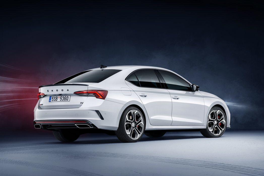 插電版本的ŠKODA Octavia RS iV率先登場,汽油與柴油版則預計會在...
