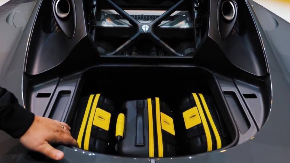 Koenigsegg Gemera後車箱可塞滿3個登機箱,前車廂可塞1個。 摘自...