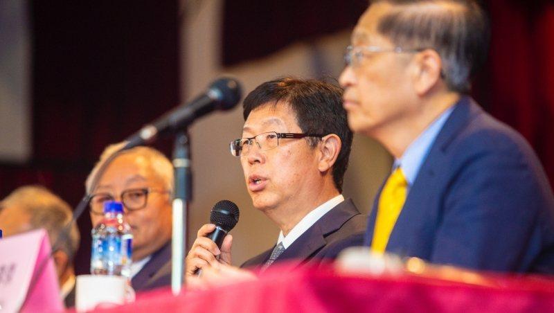 鴻海董事長劉揚偉(中)。 圖/商業周刊郭涵羚