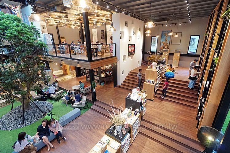 「達永秋鄉」接待中心以書店為主體,成功形塑以文化藝術為尊的品牌意象。