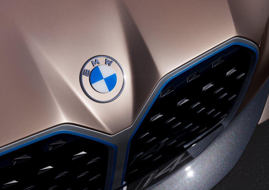 BMW藉由Concept i4的發表,也公布了全新設計的廠徽。 摘自BMW