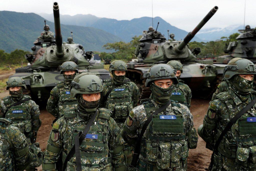 國軍在轉型成全募兵制的過程中,過於倉促,值得政府深切檢討。 圖/路透社