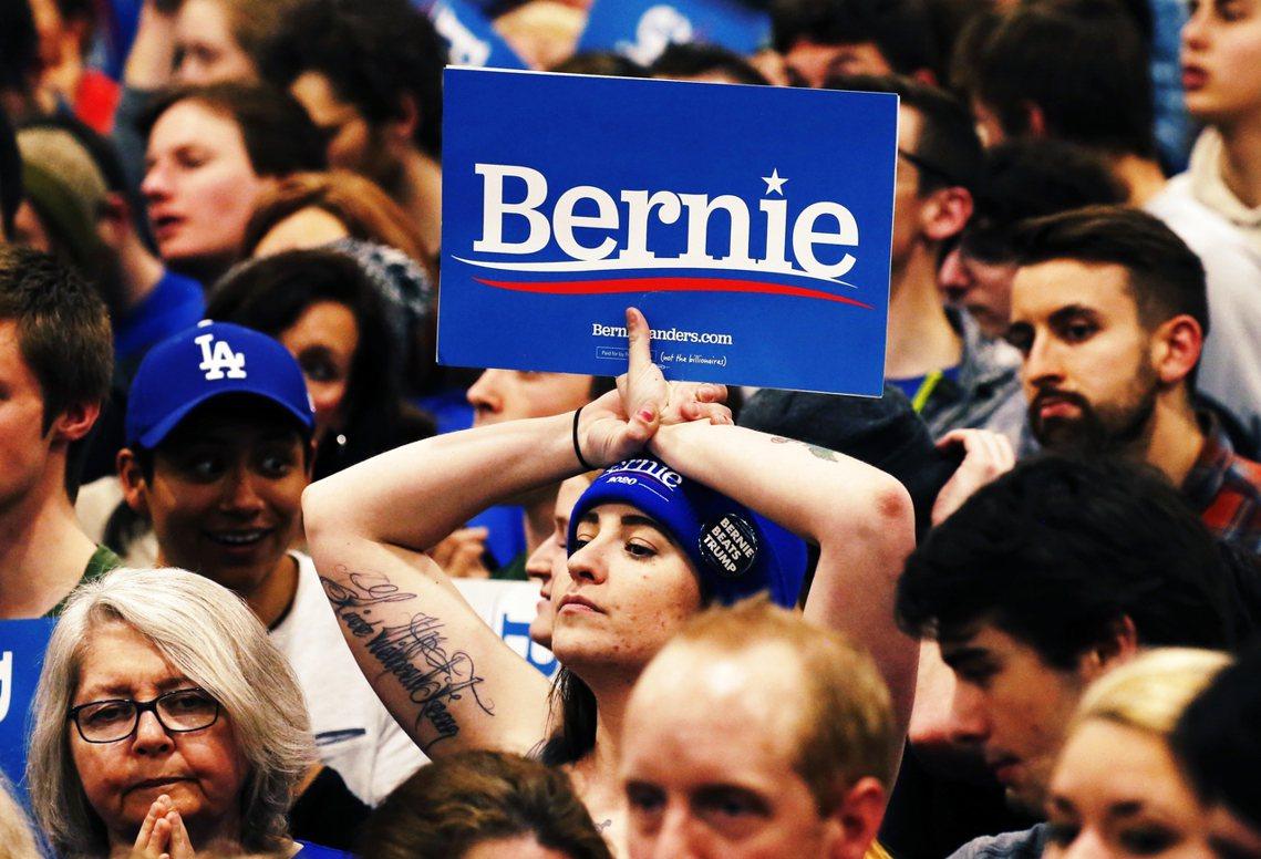 開票過程桑德斯競選晚會台下的支持者。 圖/路透社