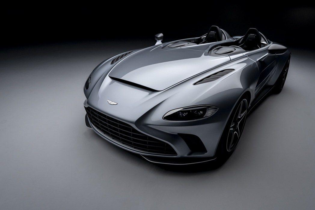 Aston Martin V12 Speedster。 摘自Aston Mart...