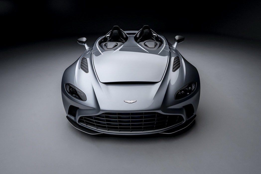 V12 Speedster沒有前檔玻璃,更沒有可以伸縮的車頂棚。 摘自Aston...