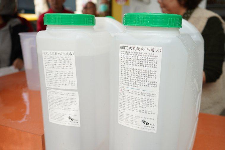 有些網路訊息教大家可以用漂白水與酸自製次氯酸水,因為這樣比較便宜,但是由非專業人...