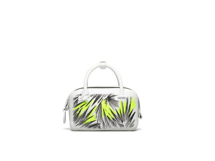 Cool Box光亮白印花刺繡牛皮小型肩背手提包,售價10萬9,300元。圖/D...