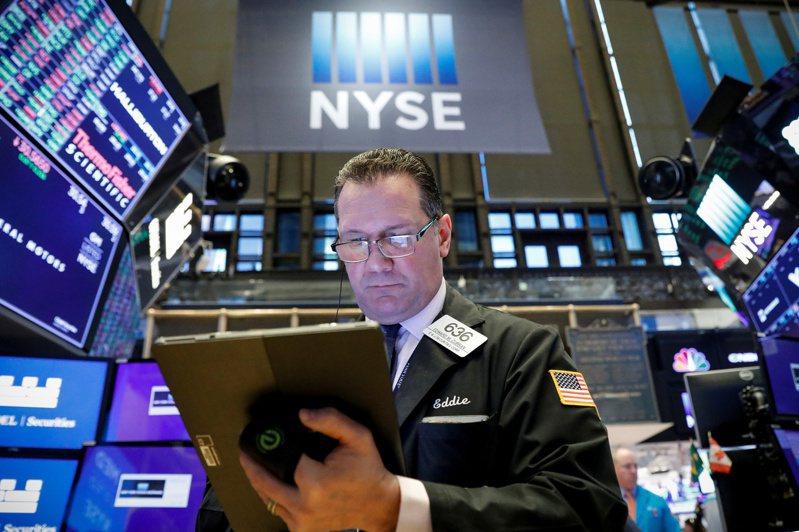 在Fed緊急降息2碼後,美股跌勢加劇。圖/路透