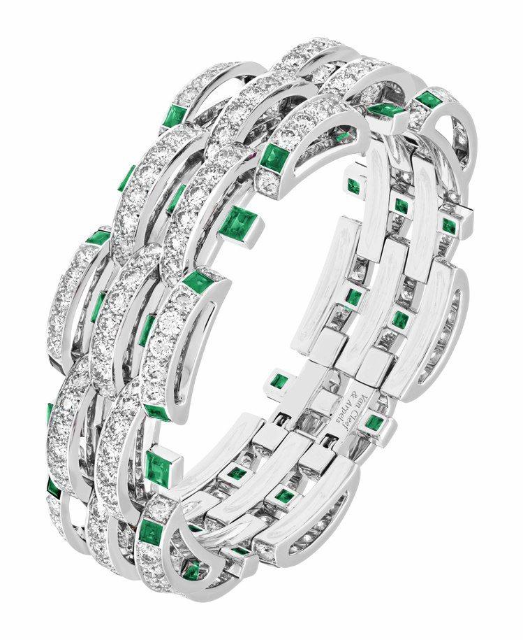 梵克雅寶當代高級珠寶作品Damita手鐲,白K金鑲嵌祖母綠及鑽石。圖/梵克雅寶提...
