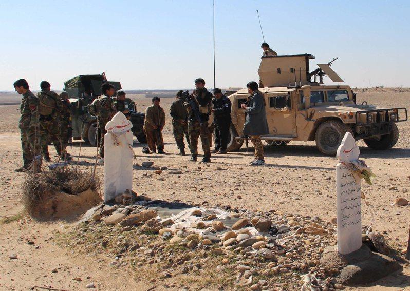 圖為阿富汗安全部隊在赫爾曼德省巡邏情形。歐新社