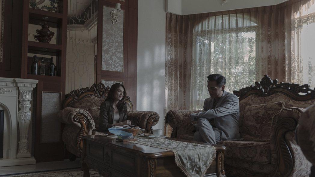 許瑋甯(左)在「誰是被害者」大秀交際手腕,更心機鬥智腹黑藝術家鄭人碩。圖/Net...