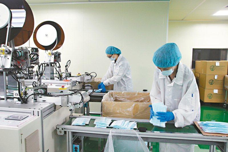 目前台灣口罩的產量已趨於穩定。 記者林敬家/攝影
